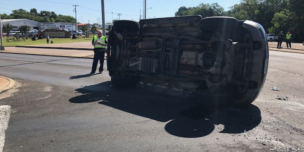 WEBXTRA: Intersection clear after wreck on Spur 63 in Longview
