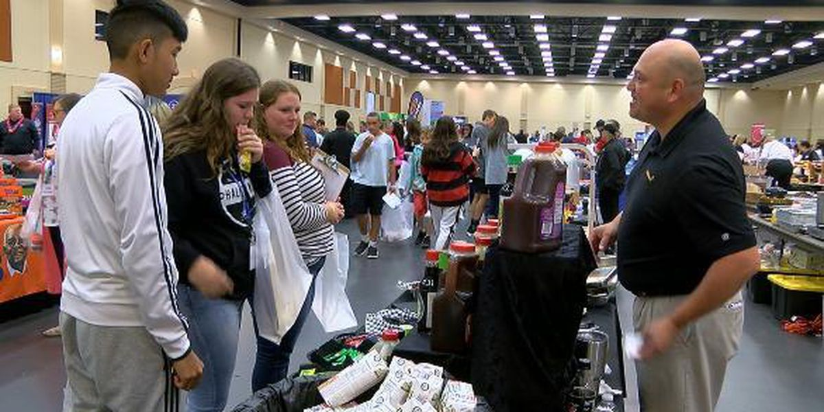 Students help sample potential cafeteria fare at Region 7′s annual Food Service Show