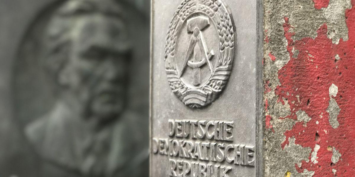 VIDEO: Behind the Berlin Wall