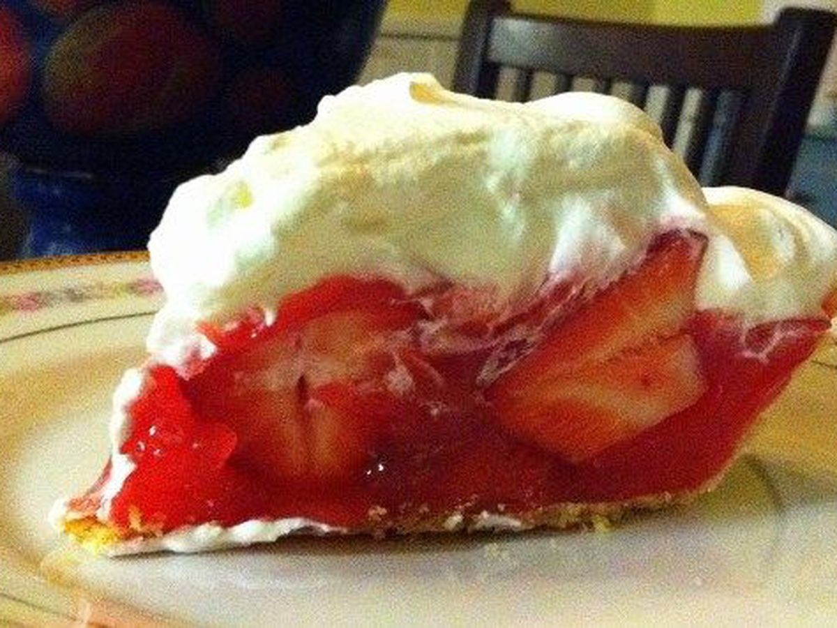 Fresh strawberry pie by Mama Steph