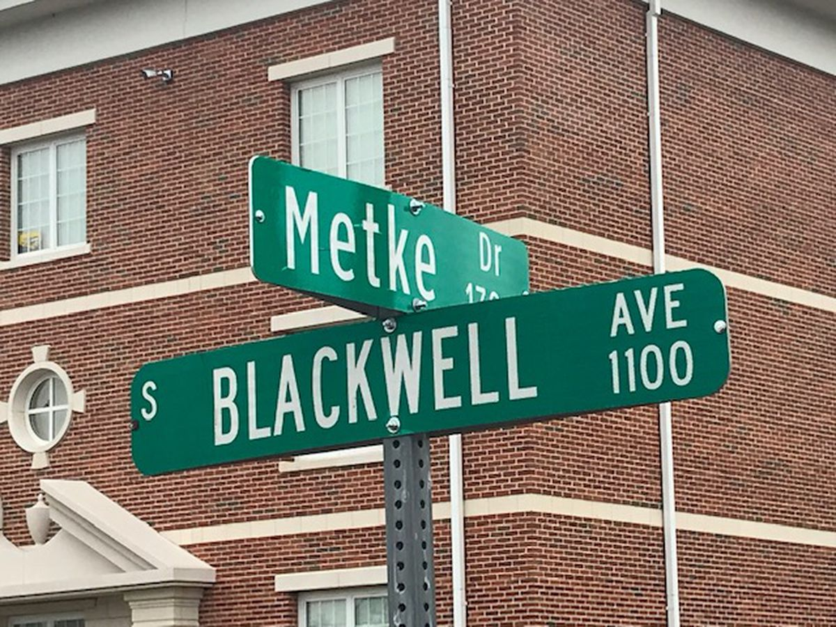 Tyler Junior College unveils Metke Drive in honor of former school president