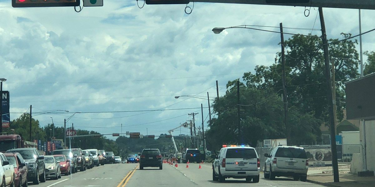 Traffic down to 1 lane on Highway 69 SB in Lindale after 18-wheeler pulls down power lines