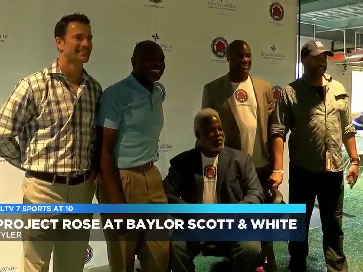 Former NFL players host coaches' clinic