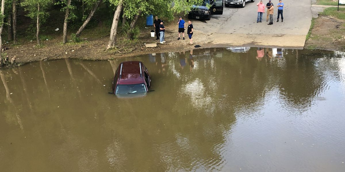 Firefighters find woman in submerged vehicle off Highway 31 near Chandler