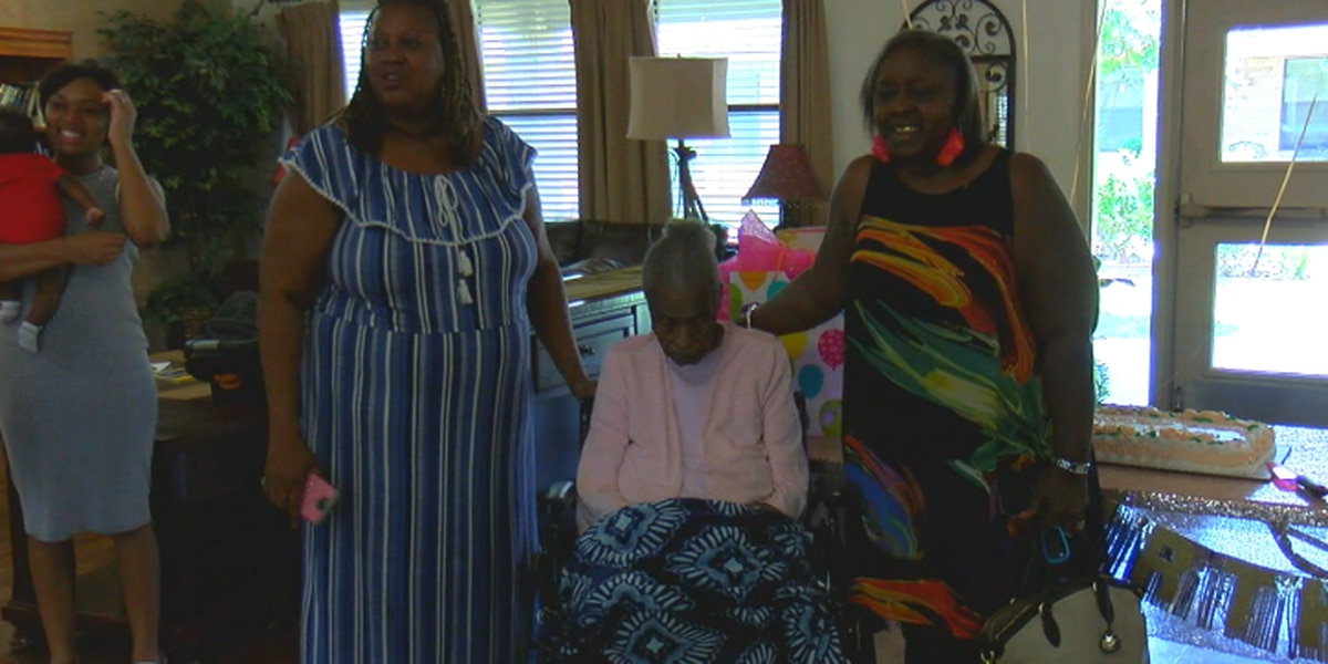 Jacksonville woman celebrates 105th birthday with visit from mayor