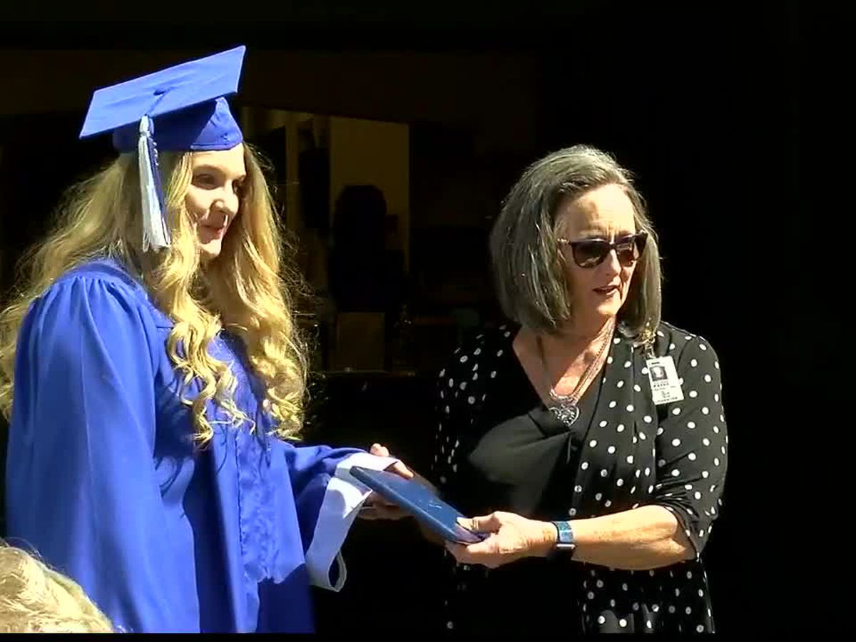 Special graduation ceremony held for daughter of dying man