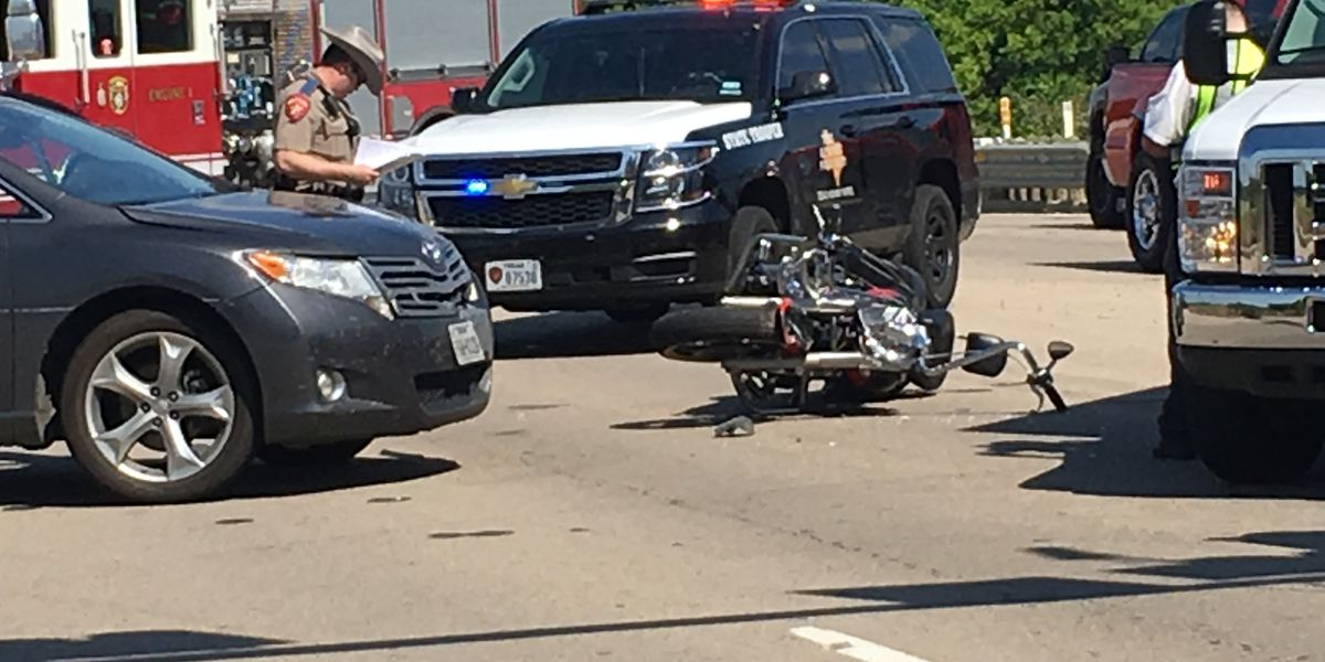 2 people injured in car-motorcycle wreck on SH 64 near Toll 49 overpass