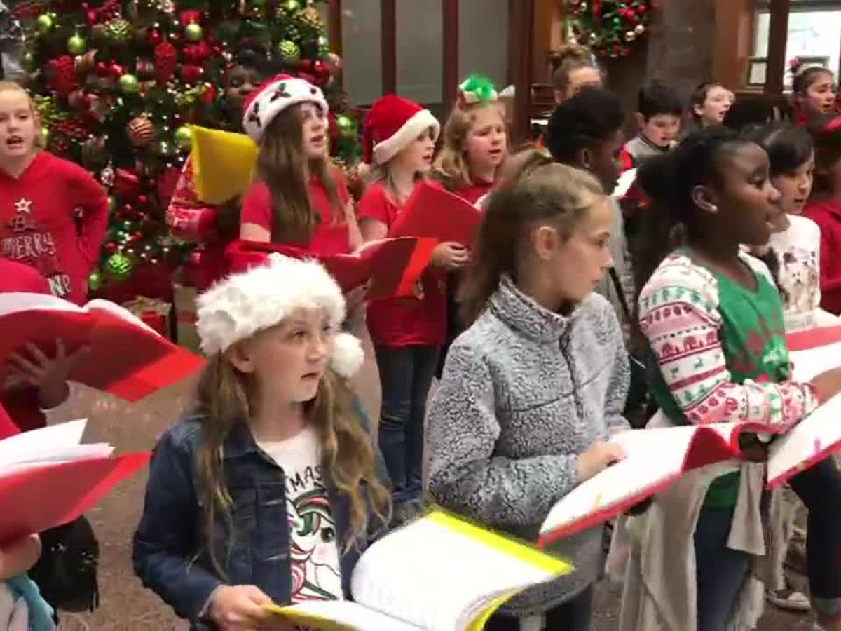 Elementary students spend school day caroling around Longview