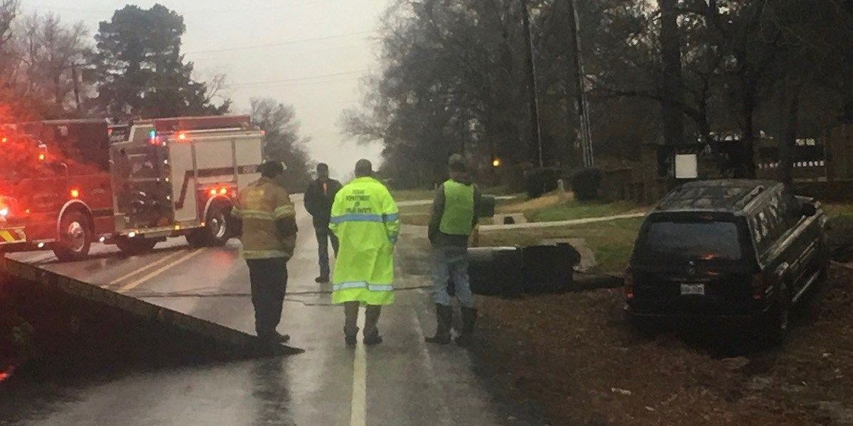 TRAFFIC ALERT: DPS responding after report vehicle struck electric pole south of Tyler