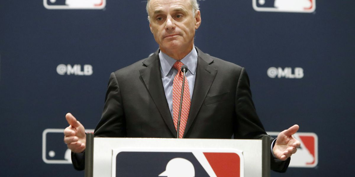 AP source: MLB spring training sites close amid virus worry
