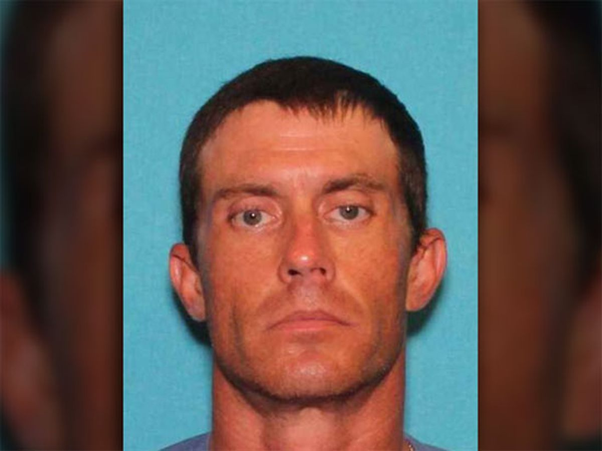Van Zandt County fugitive flees traffic stop, leads officers on foot chase before arrest on weapons charges