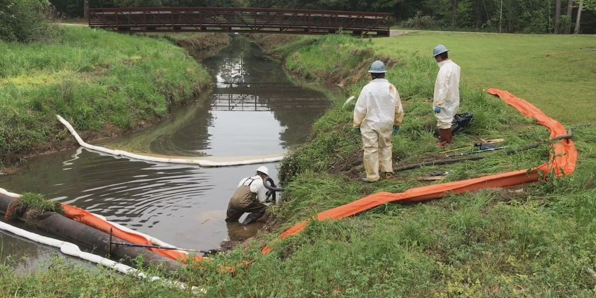 Crews cleaning up oil spill in Longview creek
