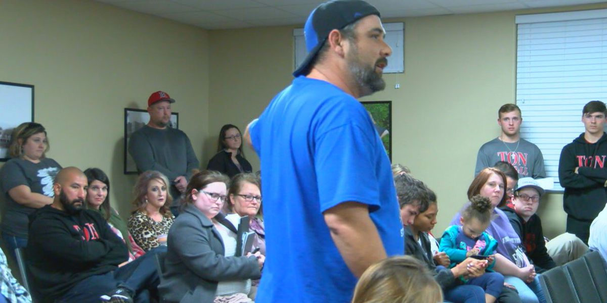 Huntington baseball players, parents show support for Coach Martinez at school board meeting