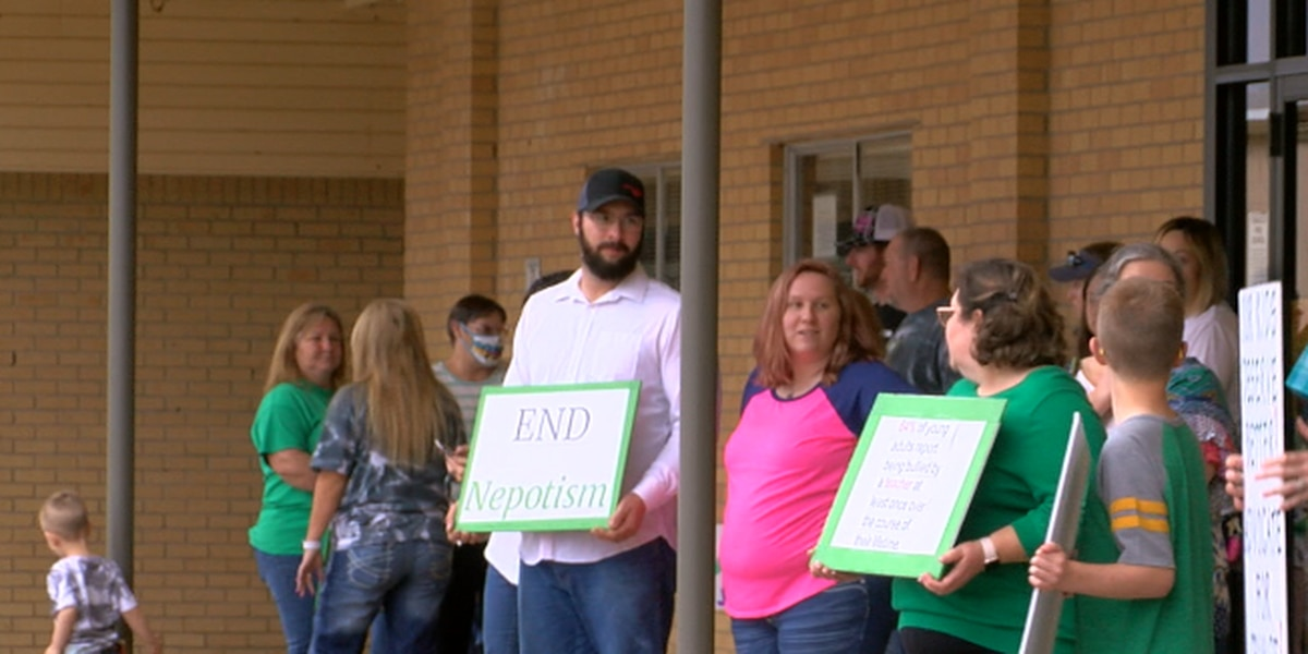 Rally attendees outside board meeting say principal should be put on administrative leave