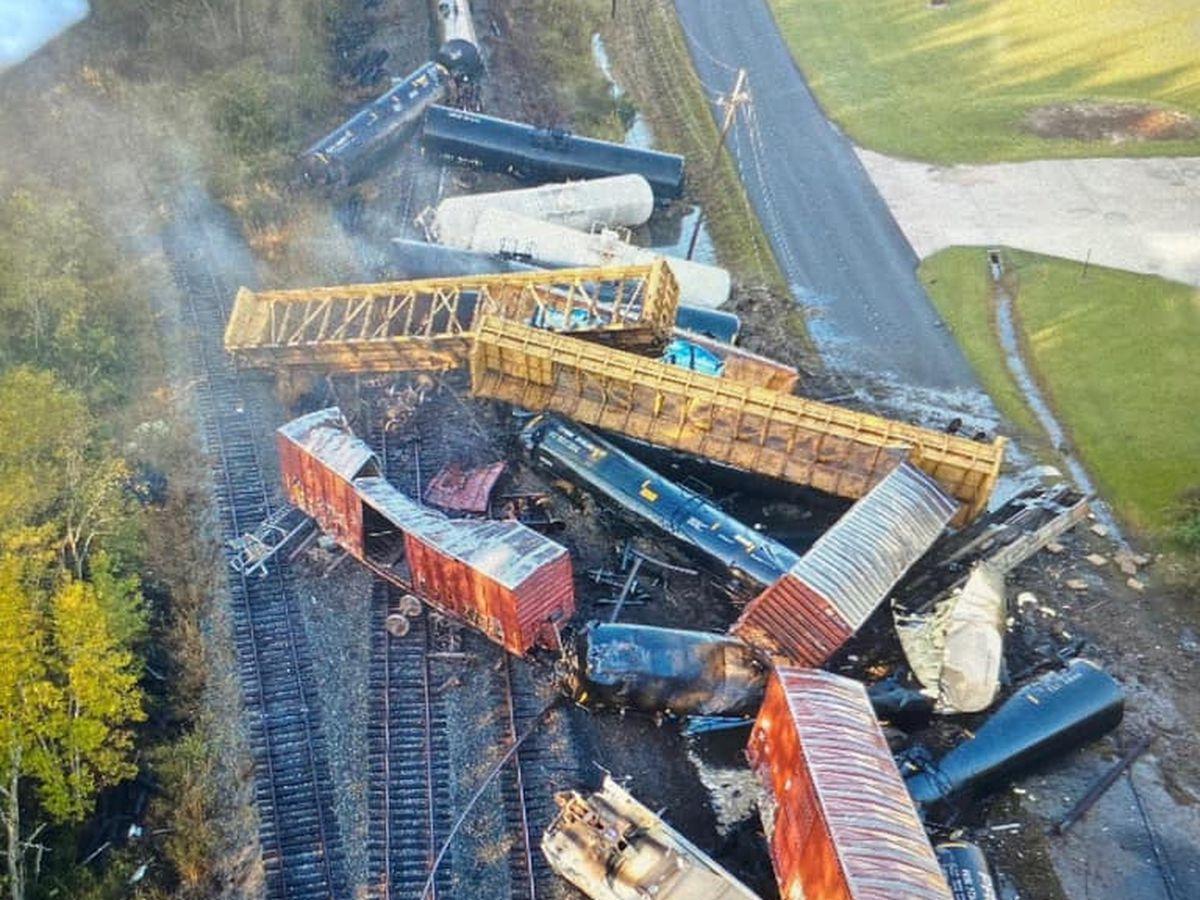 Area in southeast Texas evacuated following train derailment