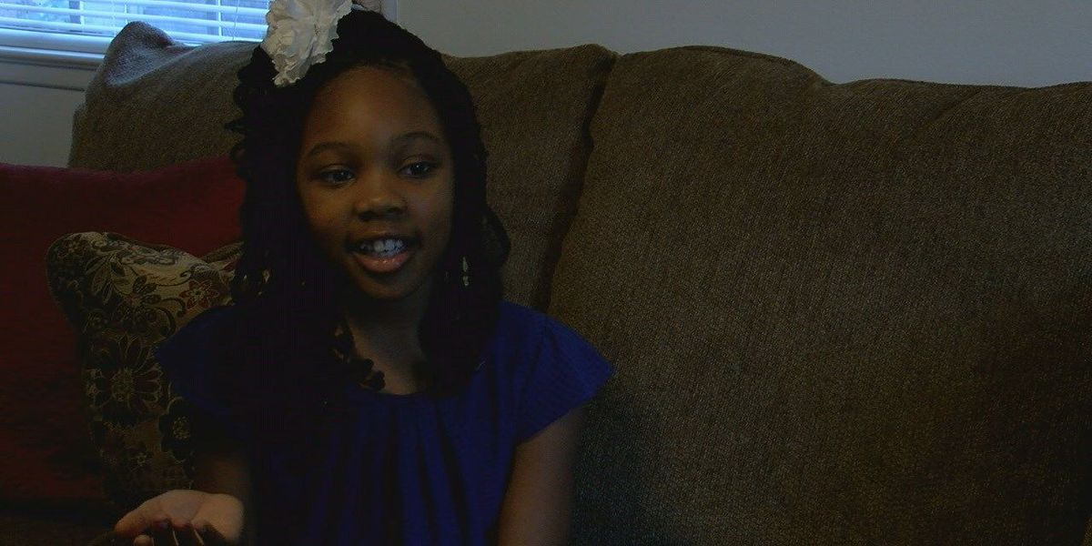 10-year-old follows safety tips to help get herself, sister out of burning home