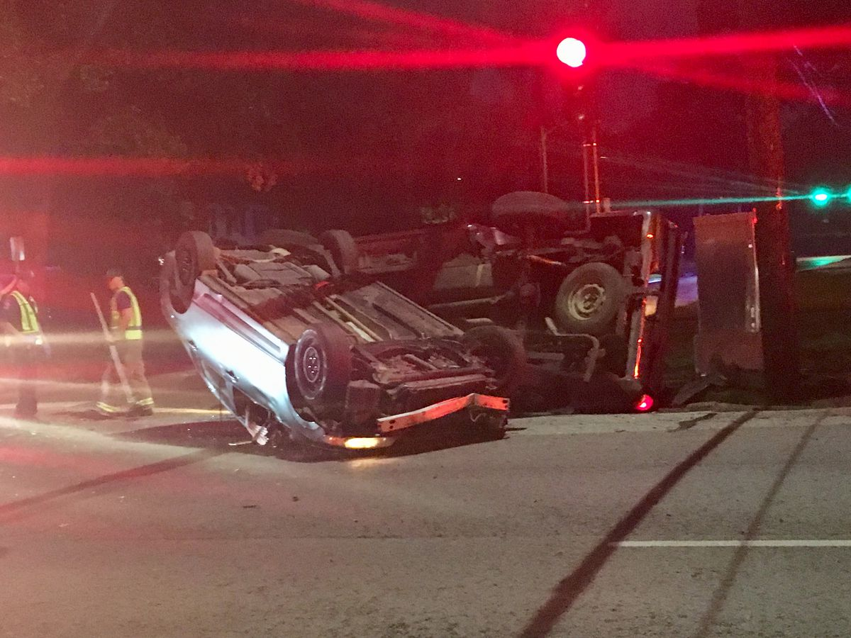 One-way wreck at 4th Street, College Avenue in Tyler sends one to hospital