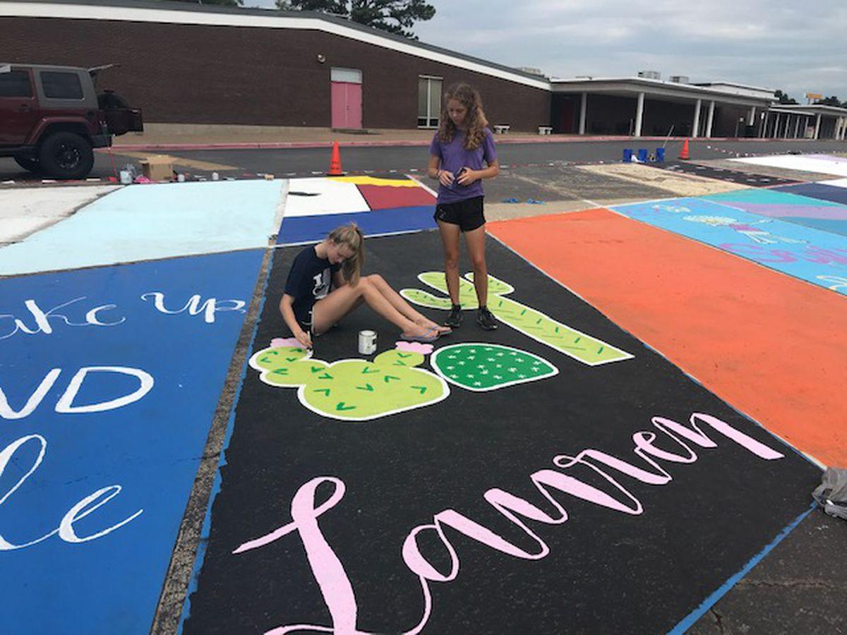 Students Paint Mini Murals On Robert E Lee High School Parking Lot