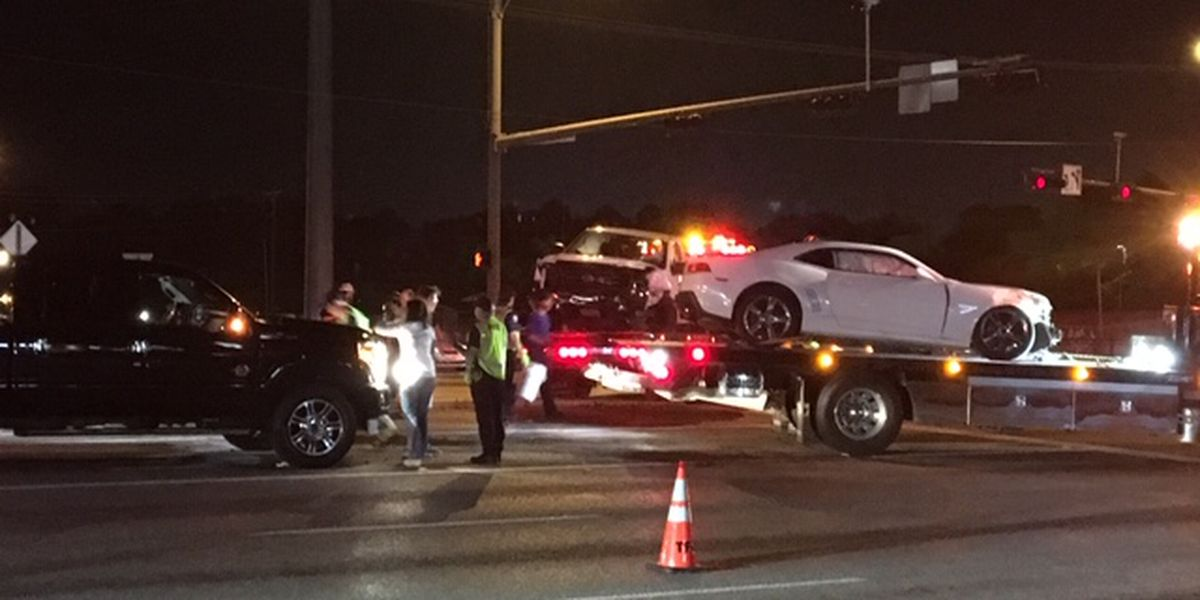 Multi-vehicle wreck congesting traffic on S. Broadway at E. Grande in Tyler