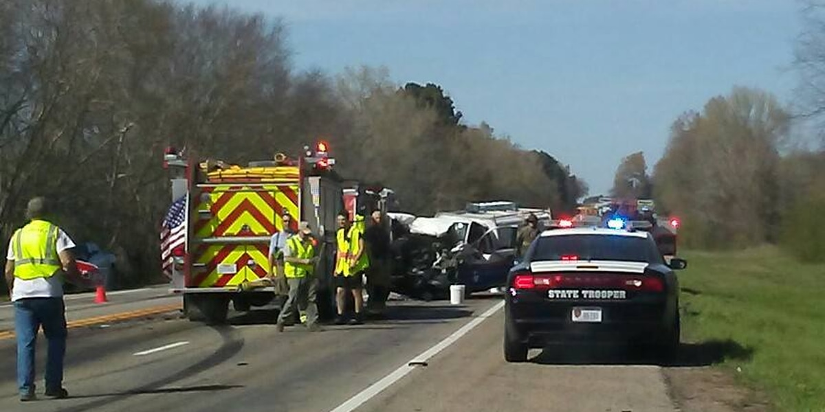 DPS, Gilmer fire responds to wreck on 271 N