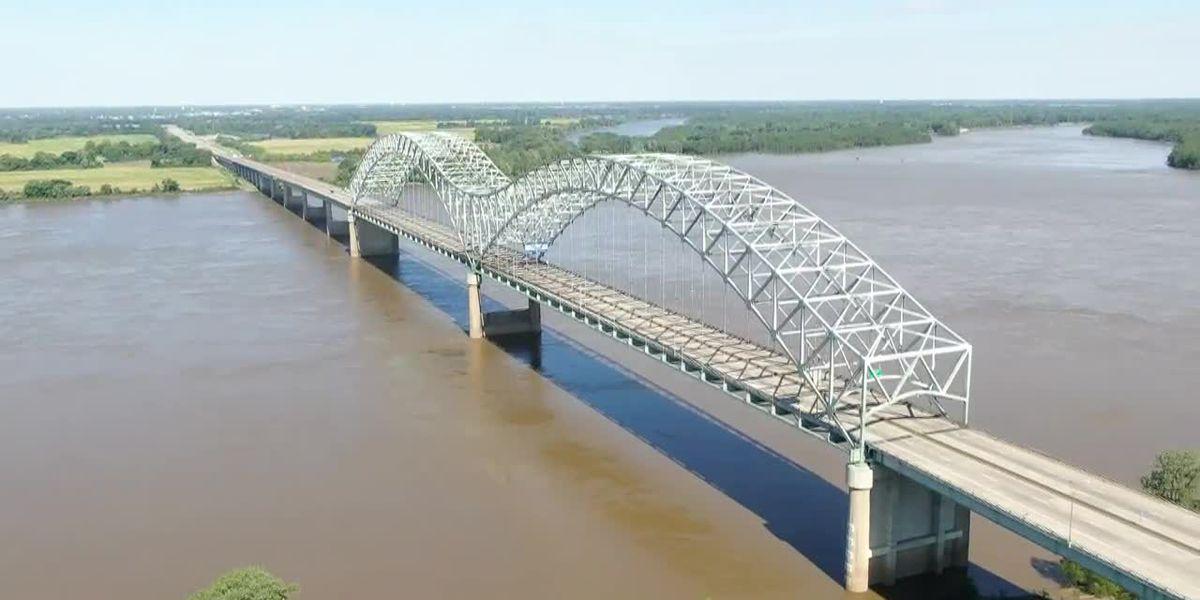Barge Traffic Backs Up Near Memphis Amid Mississippi River Closure