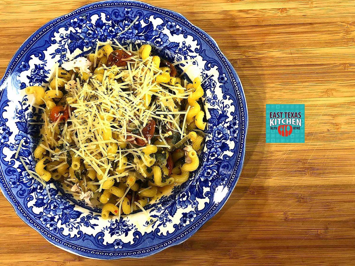 Dinner in 10: Skillet chicken-veggie pasta by Mama Steph