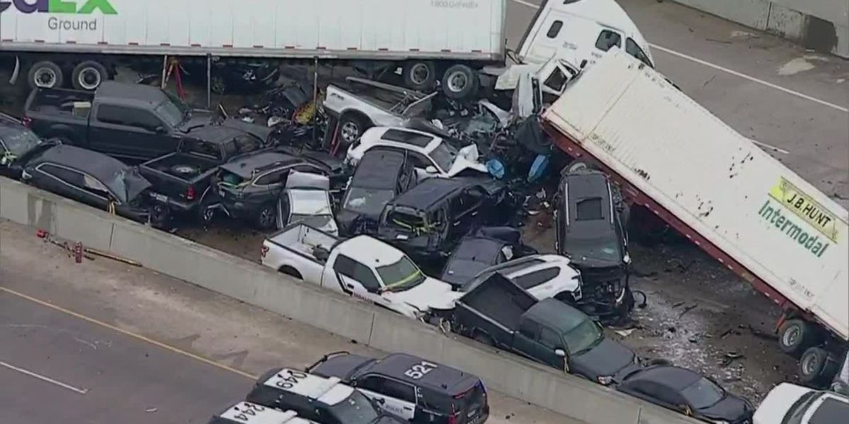 Report: 2 of 6 killed in massive crash on icy Interstate 35 had exited cars
