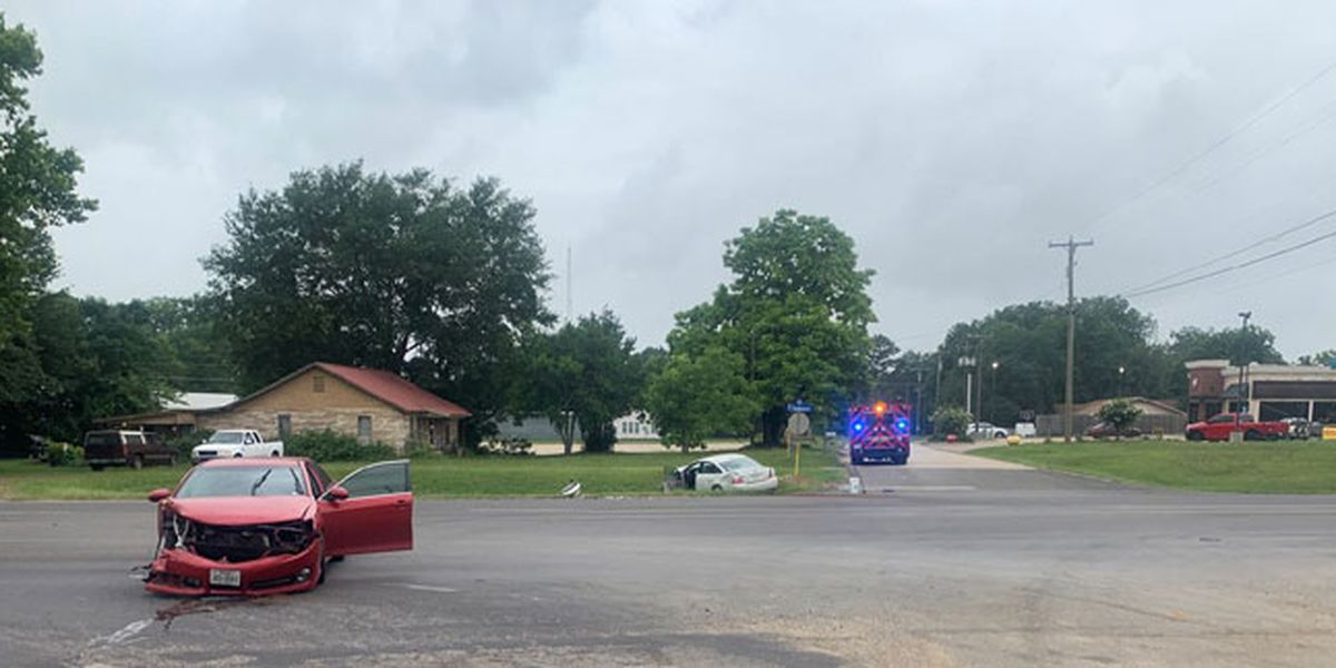 Minor injuries reported after 2-vehicle wreck on Hwy 69 in Jacksonville