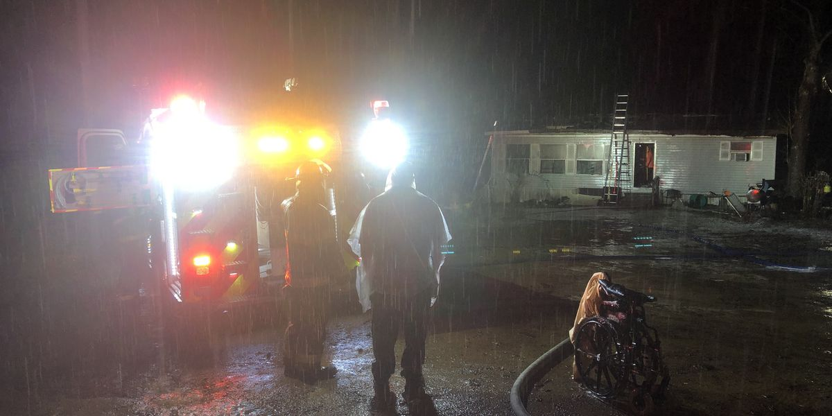 Smith Co. crews responding to early-morning structure fire