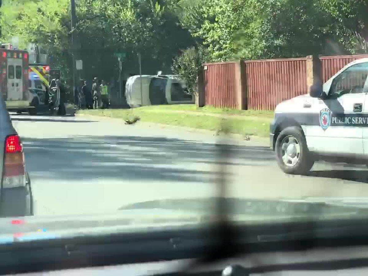 Tyler crews on scene of crash involving overturned vehicle near Broadway, Alpine Dr