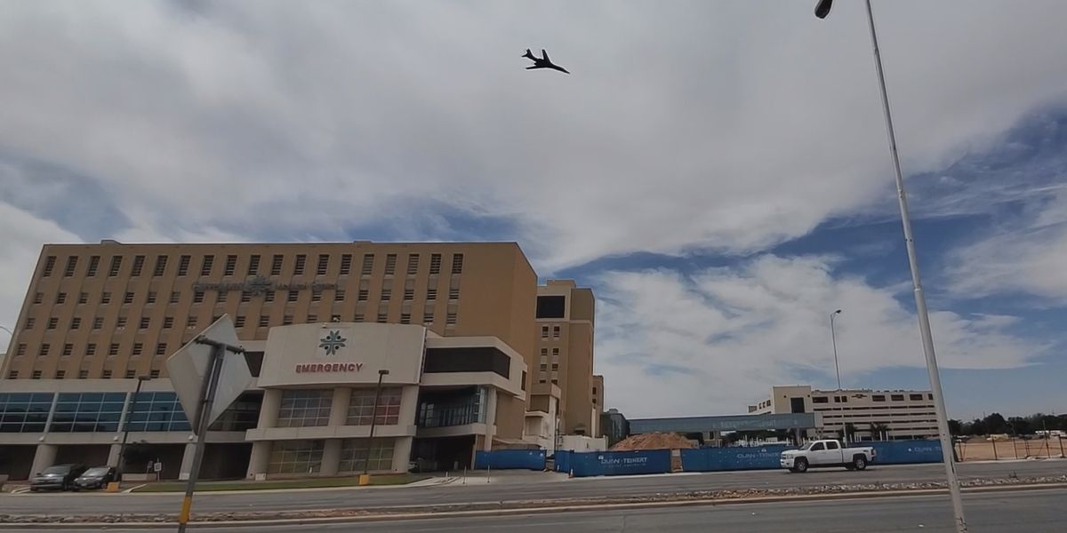 Lubbock spectators celebrate first responders at B-1 flyover