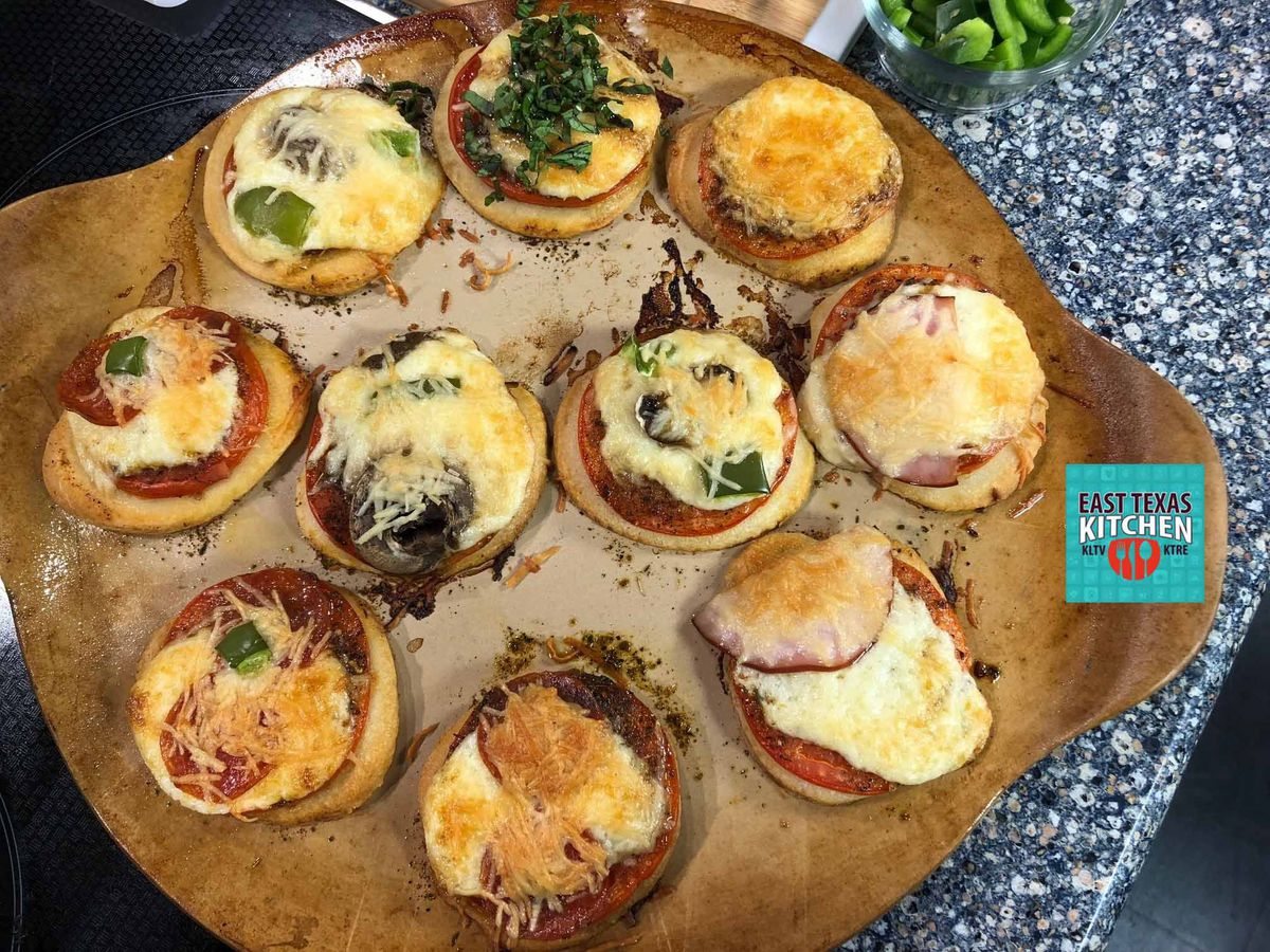 Tomato-basil mini-pizzas by Bear Creek Smokehouse