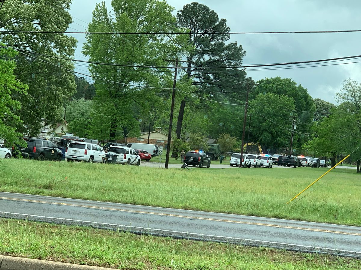 Smith County deputies responding to barricade situation