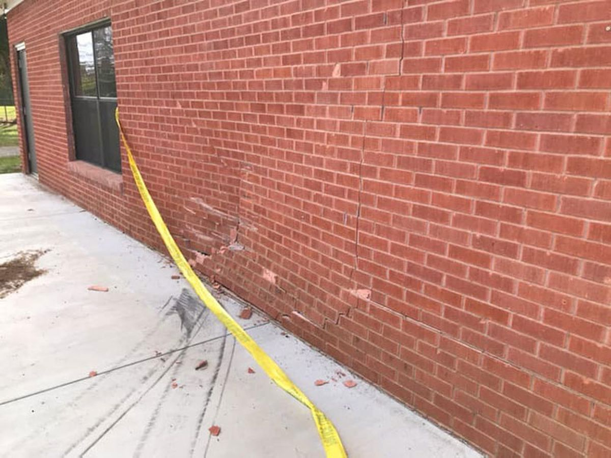 Vehicle slams into Hawkins Area Chamber of Commerce, knocks hole in wall