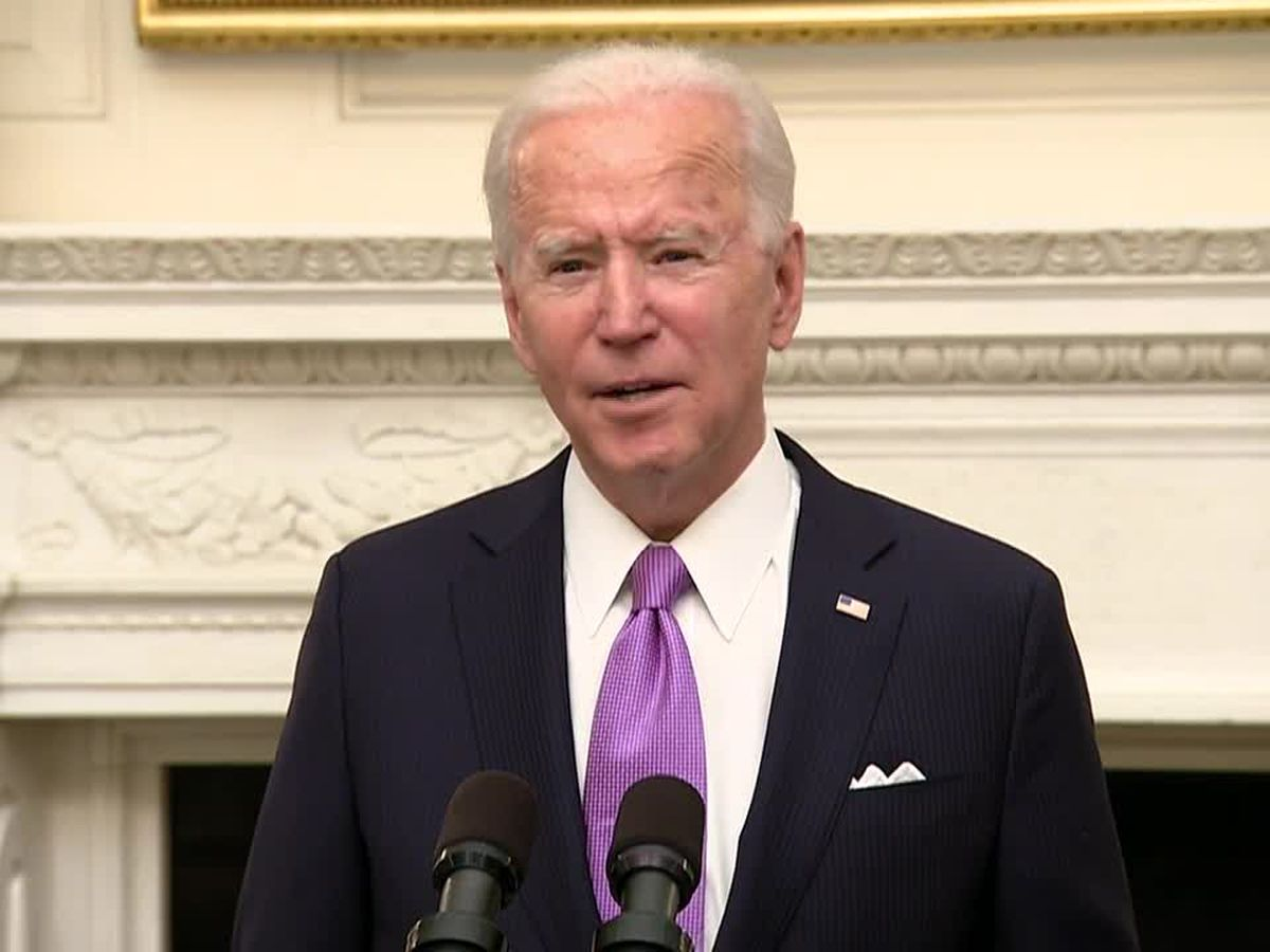 Biden signs burst of virus orders, requires masks for travel