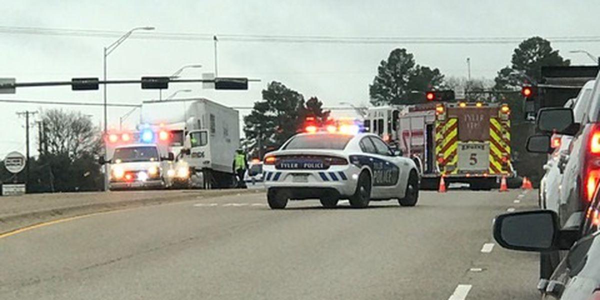 18-wheeler crash blocking traffic at Spur 364, Loop 323 in Tyler
