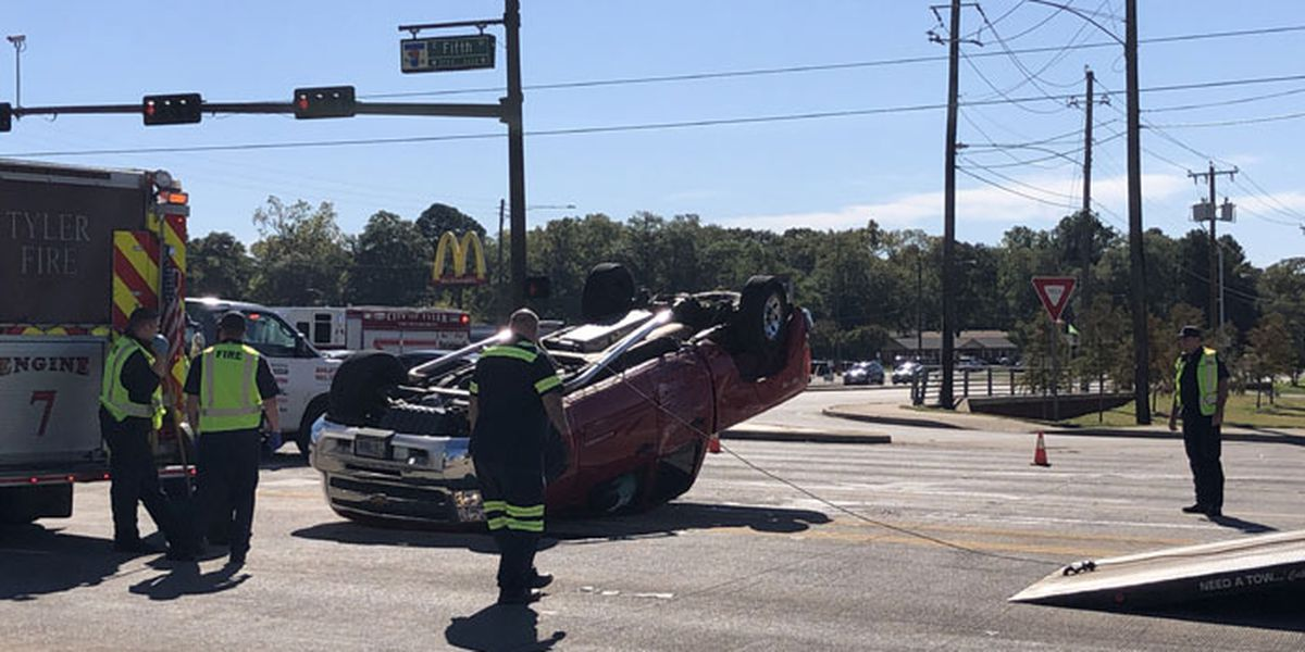 Westbound traffic on Tyler's Fifth Street closed at loop after 3-vehicle wreck